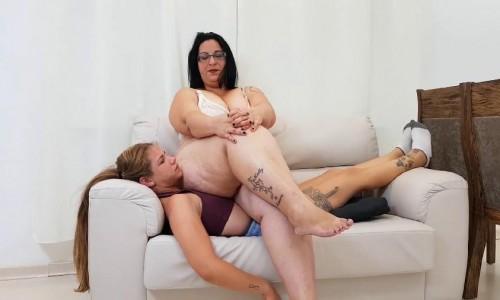 facesit bbw couch farts
