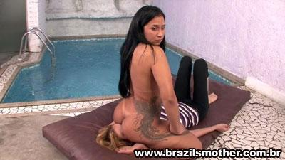Priscilas Facesitting In The Pool Area HD Brazilsmother