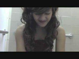Girlsgonegross - Princess Jessy Poops 2