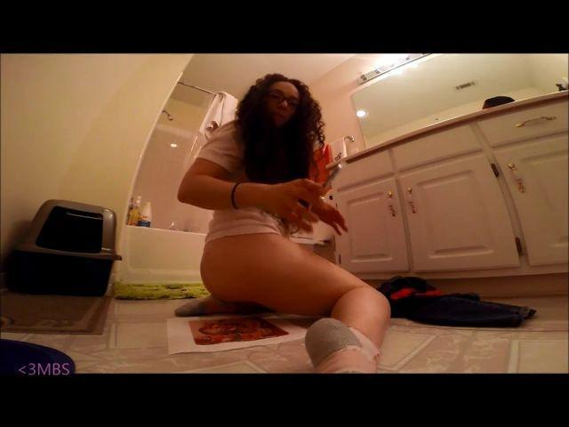 manda bear smash pooping