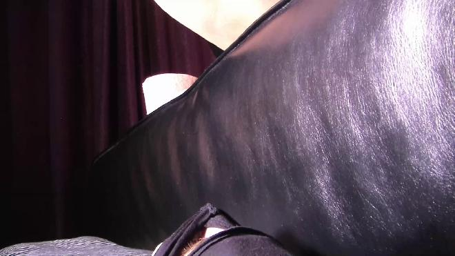 Pooping Lady Mistress Diana 002